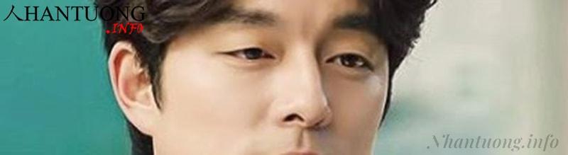 Cánh mũi dày, lỗ mũi hơi lộ