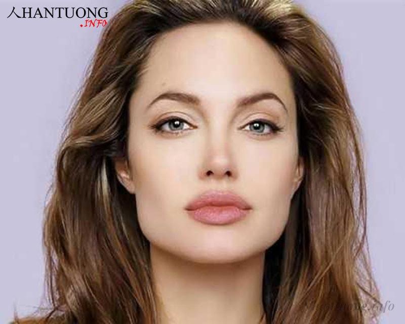 Angelina Jolie diễn viên Mỹ nổi tiếng sở hữu gương mặt chữ điền